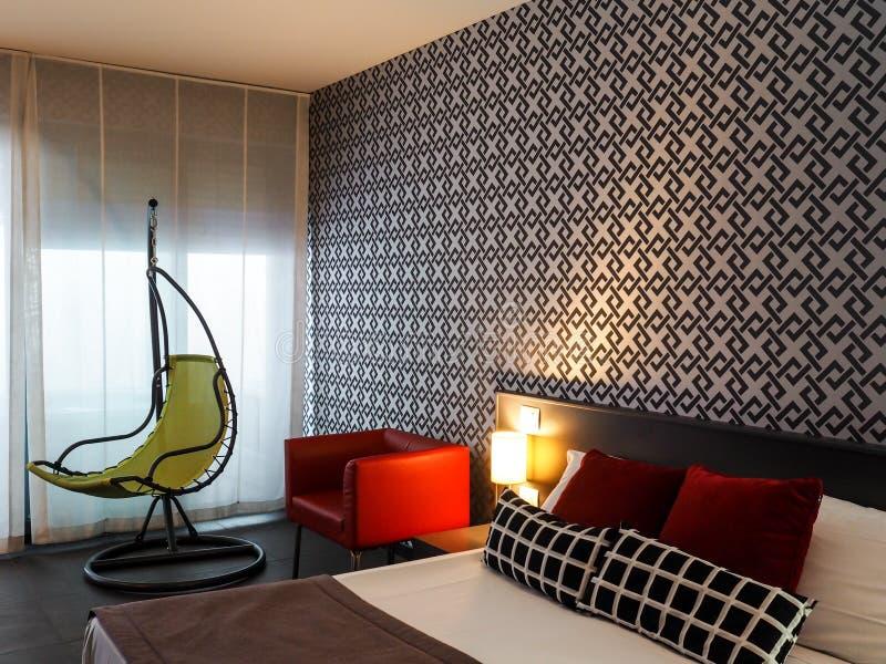 Chambre à coucher élégante dans l'hôtel à Rome photographie stock