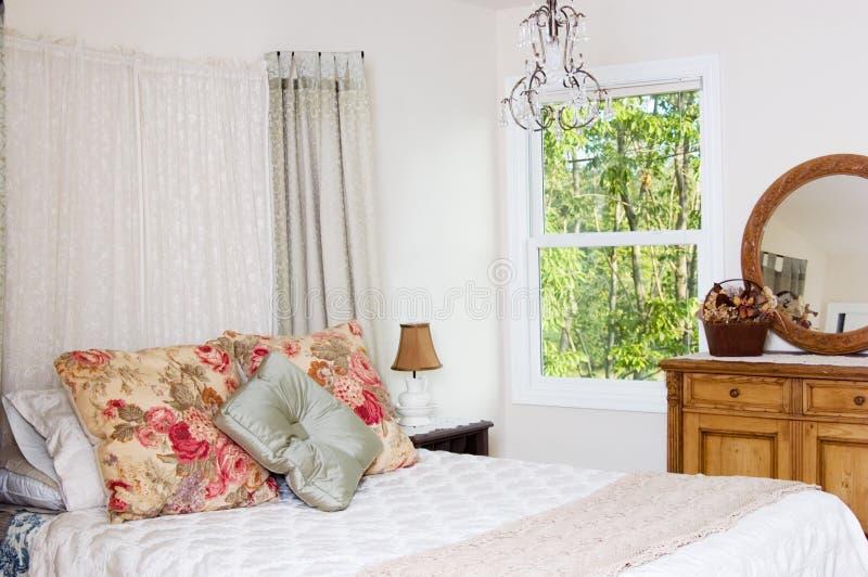 Chambre à coucher élégante minable photos libres de droits