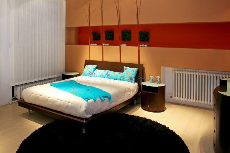 Chambre à coucher avec le bleu photographie stock libre de droits