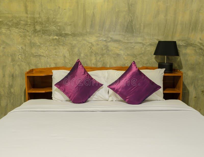 Images Chambre Coucher Blanche Avec Le Mur Rouge ...