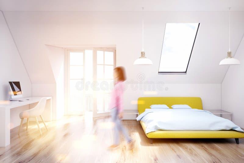 Chambre à Coucher Blanche De Grenier, Plancher En Bois, Jaune, Fille ...