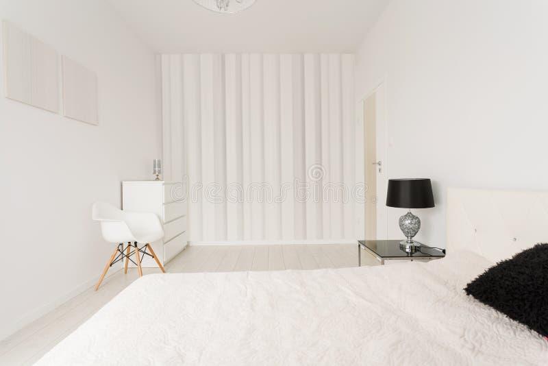Chambre à Coucher Contemporaine Blanche Image stock - Image du ...