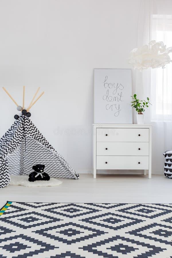 Chambre à coucher d'enfant avec la raboteuse images stock