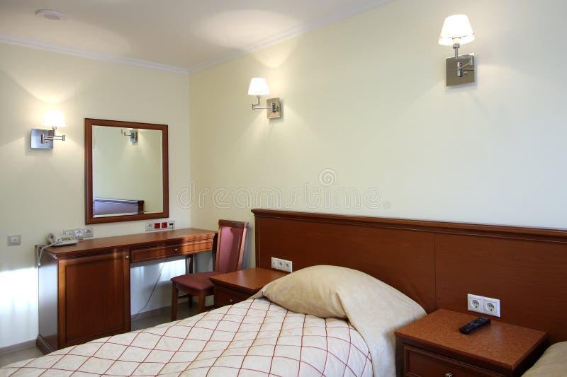 Chambre à coucher dans l'hôtel photo libre de droits