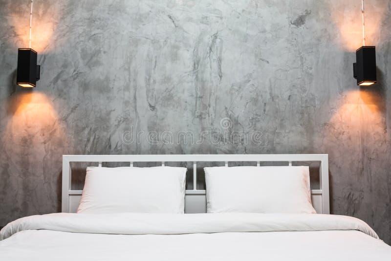 Chambre à coucher de grenier photo stock
