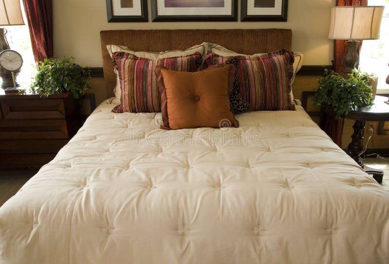 Chambre à coucher de luxe de créateur images stock