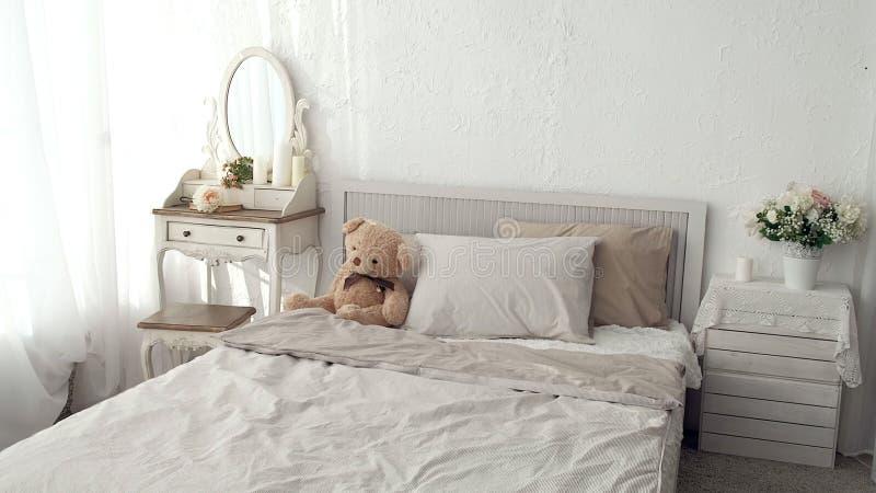 Chambre à coucher de mon rêve Dépistant le tir de la chambre à coucher élégante dans un élégant, classiquement conçu à la maison  image libre de droits