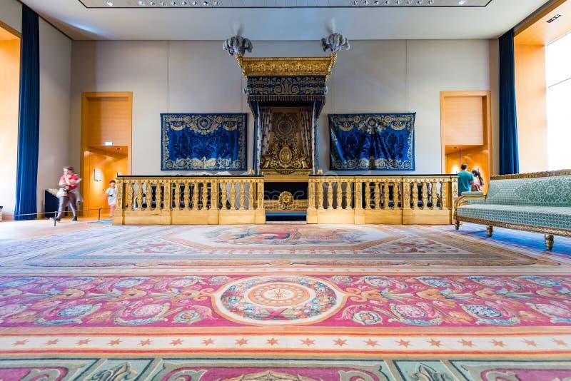 Chambre à coucher du napoléon III au musée de Louvre images libres de droits