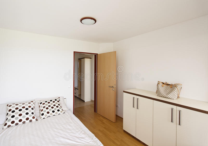 Chambre à coucher en appartement photo stock