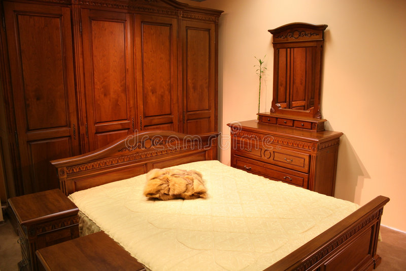Chambre à coucher en bois rouge photographie stock libre de droits