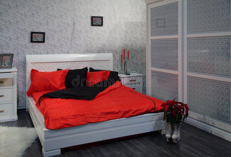 Chambre à coucher grise photographie stock