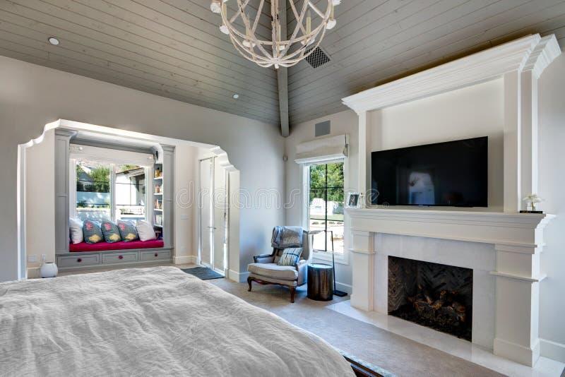Chambre à coucher intérieure à la maison de manoir photo stock