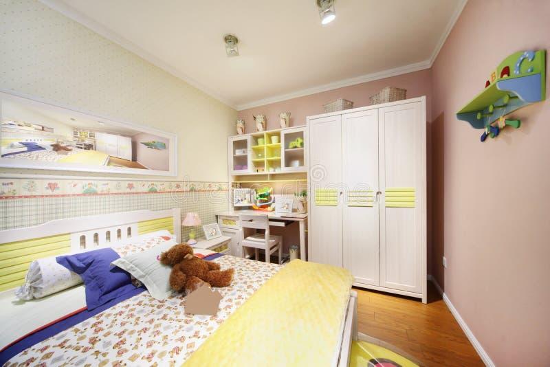 Chambre à coucher légère élégante pour l'enfant photographie stock
