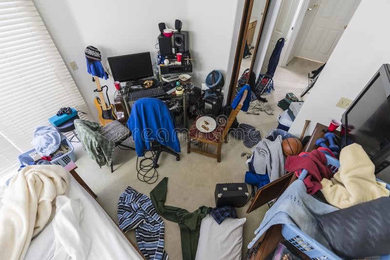Chambre à coucher malpropre même d'adolescents photo stock