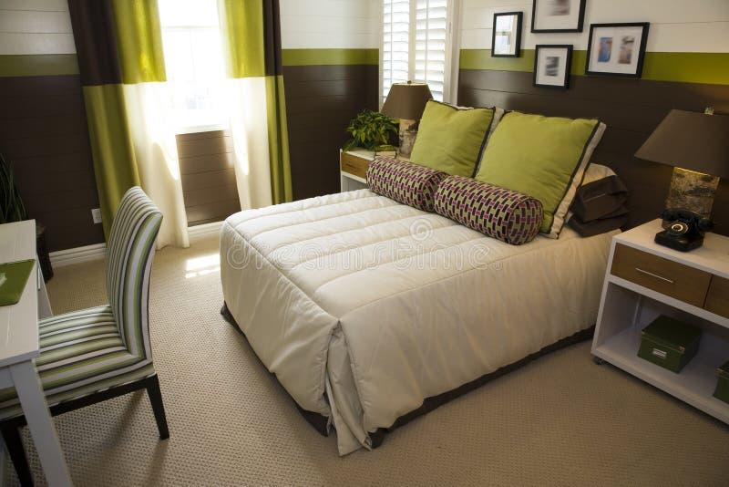 Chambre à coucher moderne de créateur. photo stock