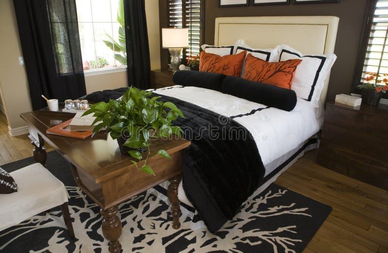 Chambre à coucher moderne de créateur. image stock