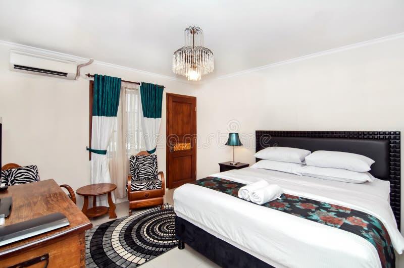 Chambre à coucher moderne, Nice et fraîche images libres de droits
