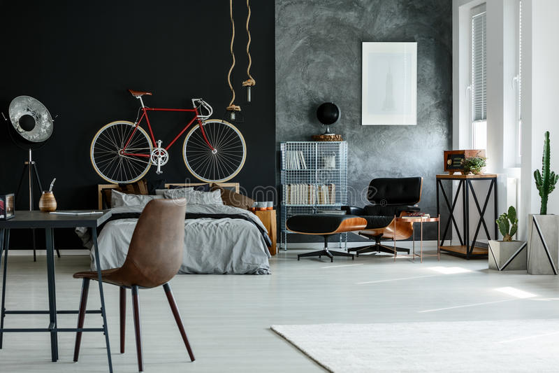 Chambre à coucher moderne spacieuse photos stock
