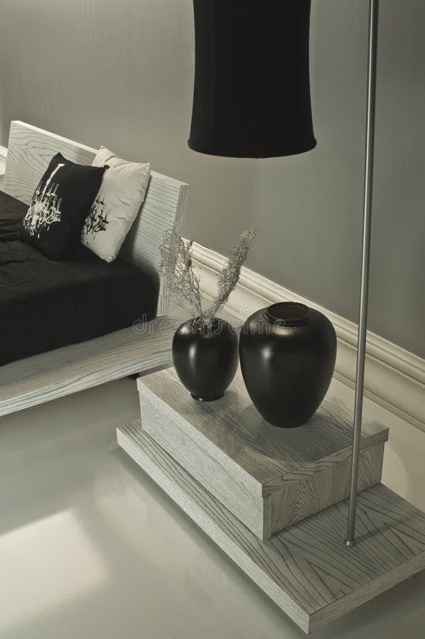 Chambre à coucher noire et blanche luxueuse photos stock