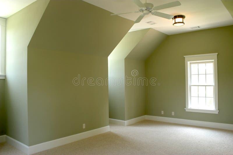 Chambre à coucher non meublée de grenier images libres de droits