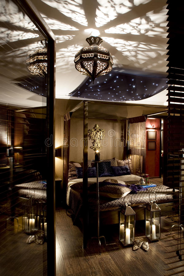 Chambre à coucher orientale luxueuse image stock