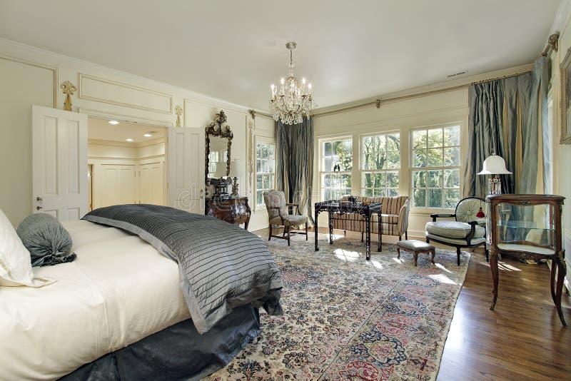 Chambre à coucher principale avec le salon image libre de droits
