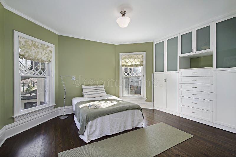Chambre à coucher principale avec les murs verts images libres de droits