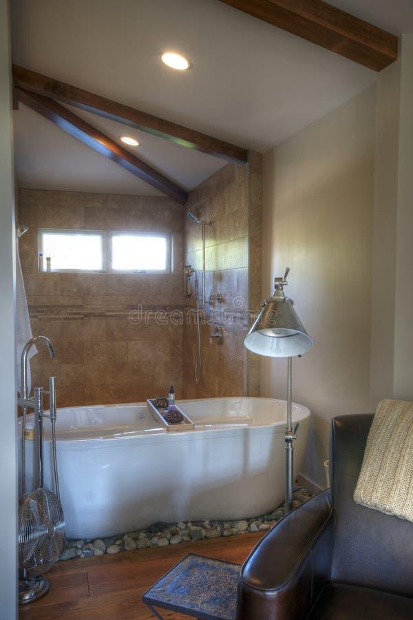 Chambre à coucher principale de salle de bains image stock