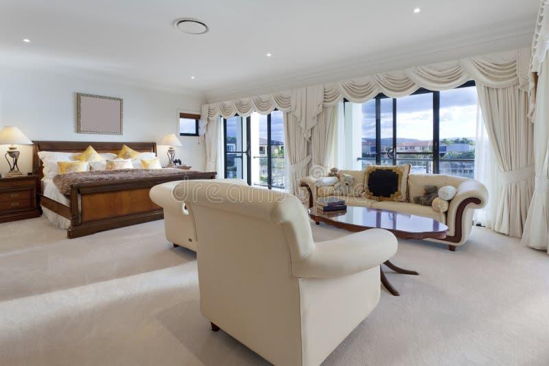 Chambre à coucher principale spacieuse photo stock
