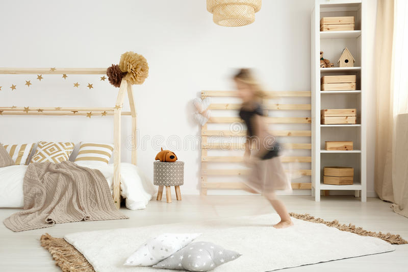 Chambre à Coucher Scandinave De Style Photo stock - Image: 89838584