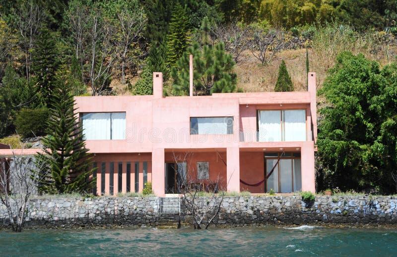 Chambre à la La Laguna de Santa Cruz sur le lac Atitlan photo libre de droits