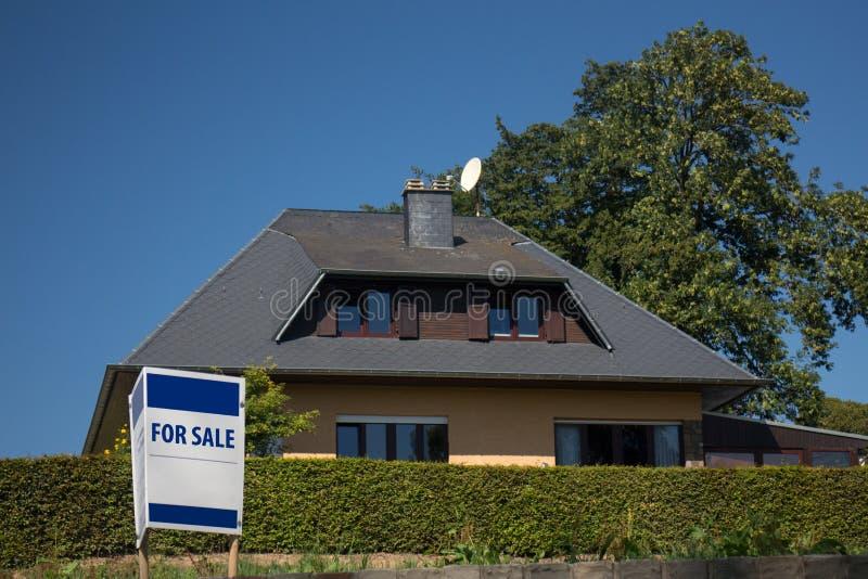 Chambre à vendre images stock