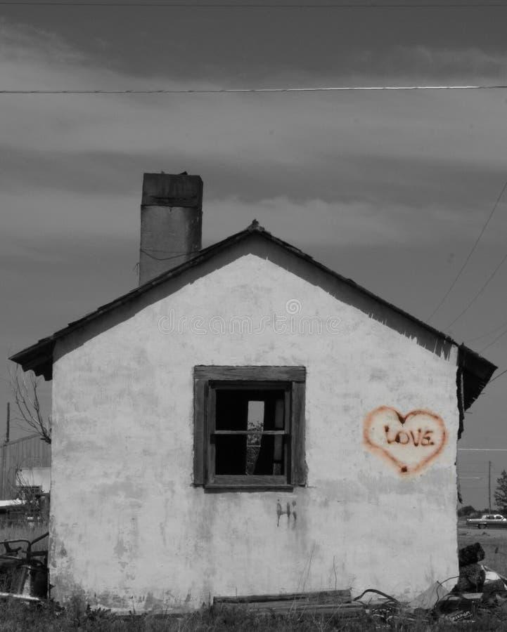 Chambre abandonnée d'amour photographie stock libre de droits