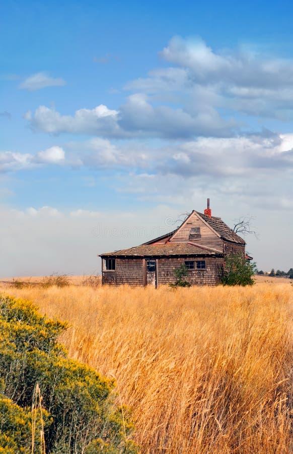 Chambre abandonnée de ferme dans le domaine de l'Orégon images libres de droits