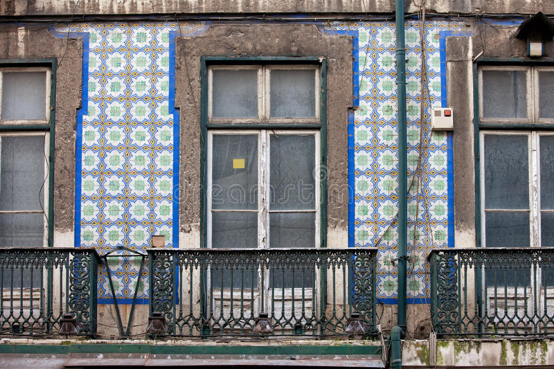 Chambre avec la façade carrelée à Lisbonne images libres de droits