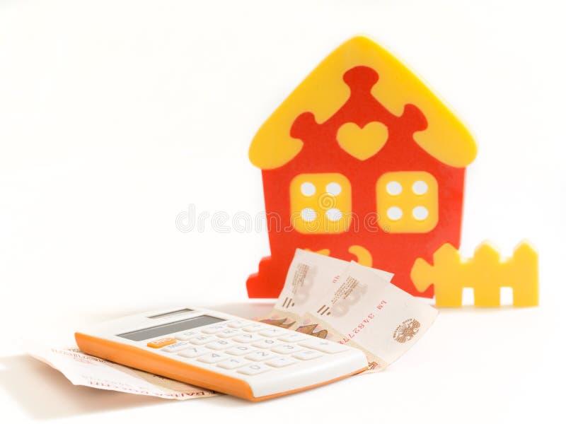 Chambre, calculatrice et argent photos stock