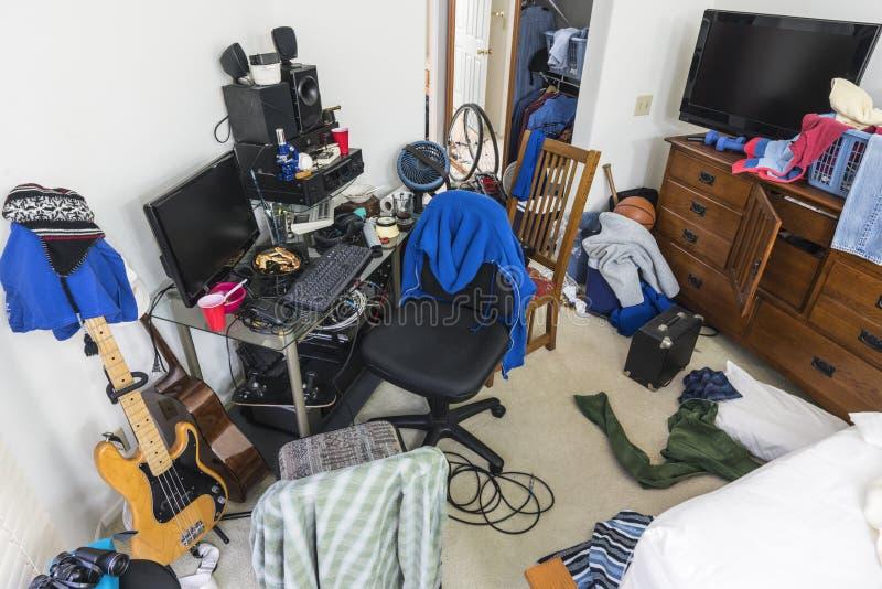 Chambre ? coucher malpropre d'adolescents image libre de droits