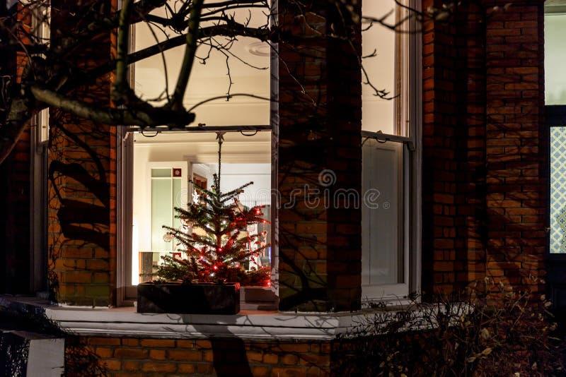 Chambre décorée pour Noël à Londres photographie stock libre de droits