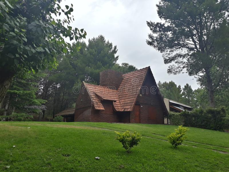 Chambre d'EL bosque d'en de maison dans la forêt image stock