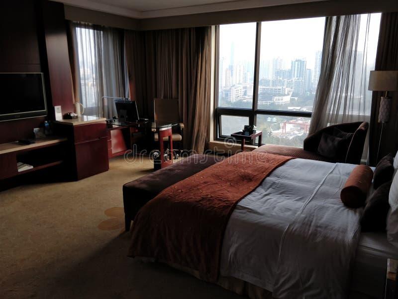 Chambre d'hôtel élégante avec des vues à Chongqing, Chine images libres de droits