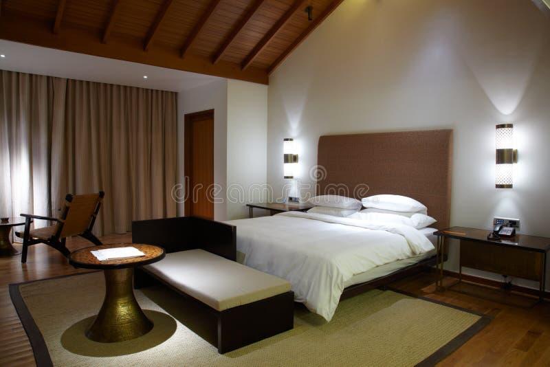 Chambre d'hôtel confortable moderne photo libre de droits