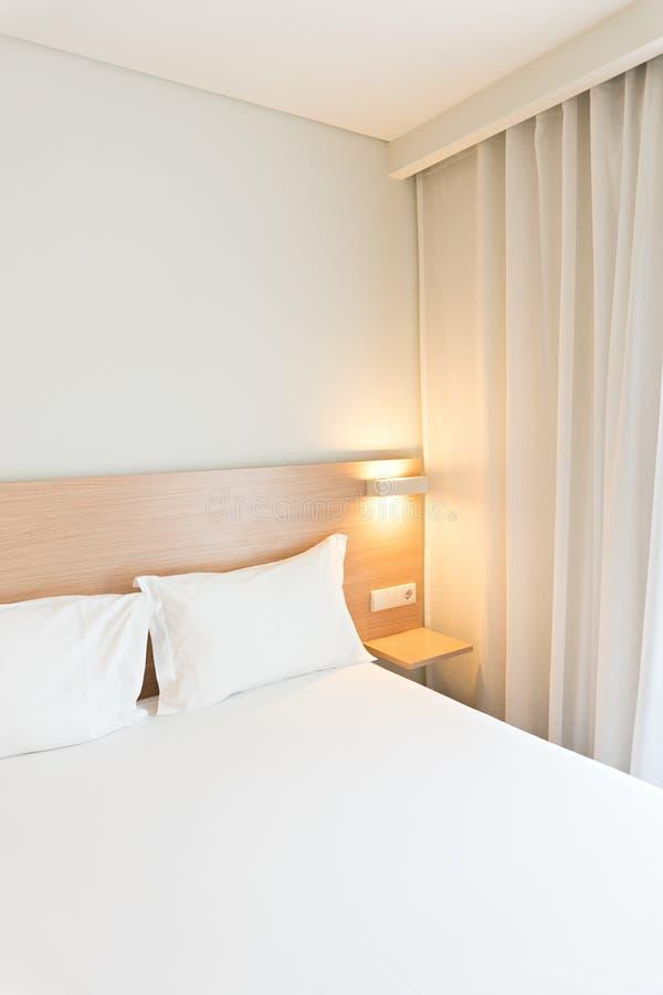 Chambre d'hôtel de Santo Domingo Style propre et minimalistic photo stock