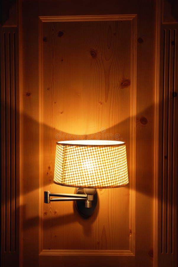 Chambre d'hôtel - la lampe photographie stock libre de droits