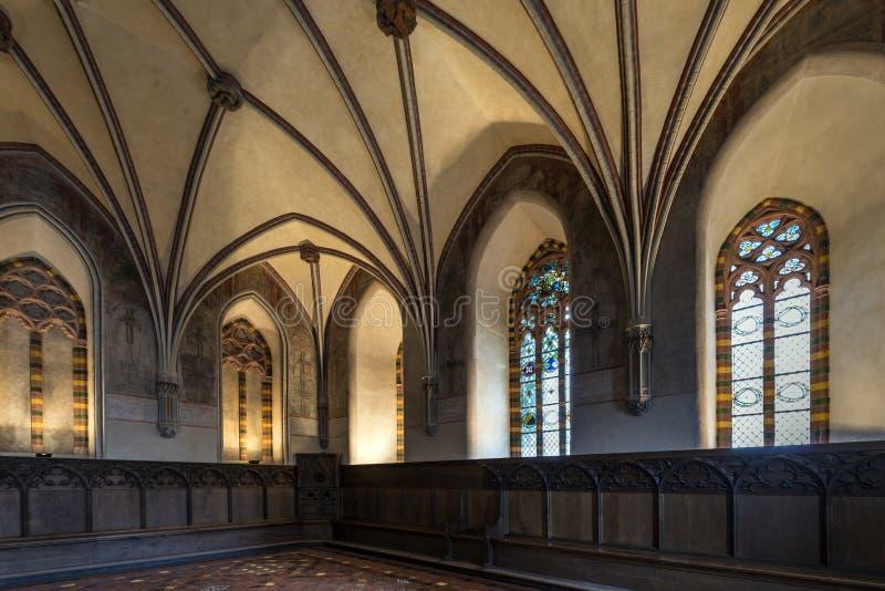 Chambre dans le château gothique le plus grand photo libre de droits
