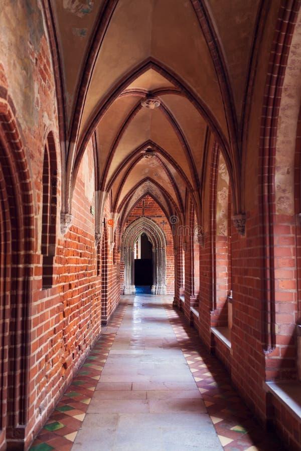Chambre dans le château gothique le plus grand en Europe - Malbork photo stock
