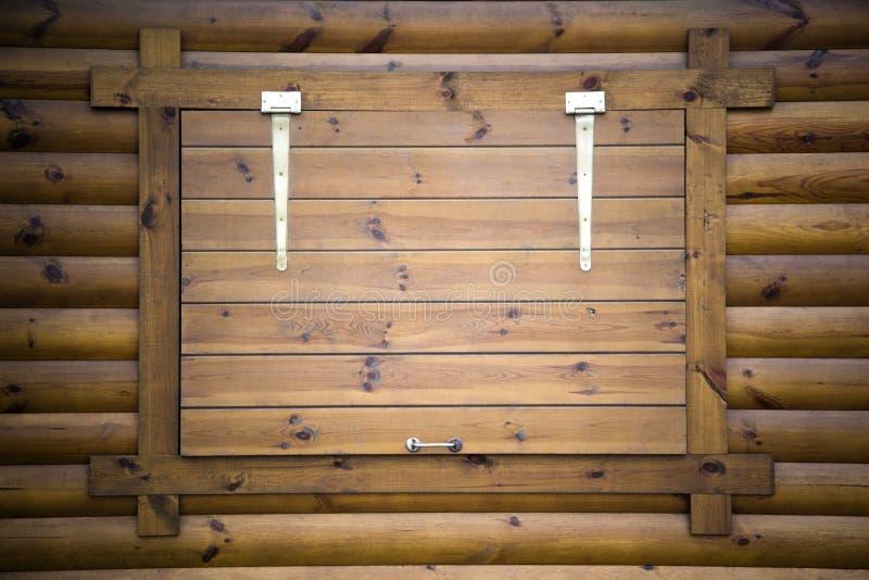 Chambre de bois fenêtre d'arbre de recouvrement photographie stock libre de droits