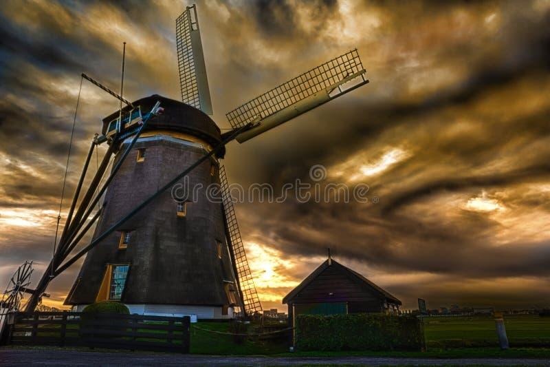 Chambre de coucher du soleil et le géant des Pays-Bas images libres de droits