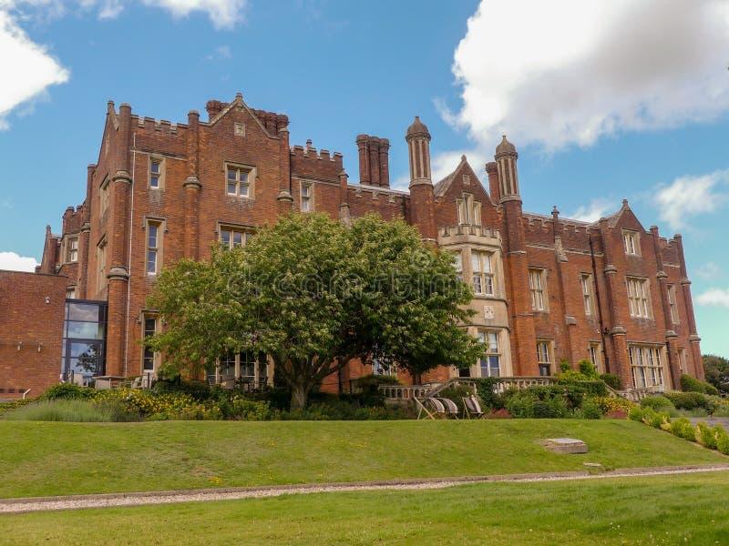 Chambre de Latimer un manoir de style Tudor, précédemment la maison de l'université de la défense nationale images libres de droits