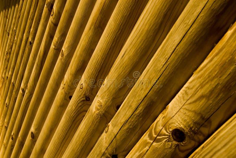 Chambre de logarithme naturel en dehors de détail de mur photographie stock