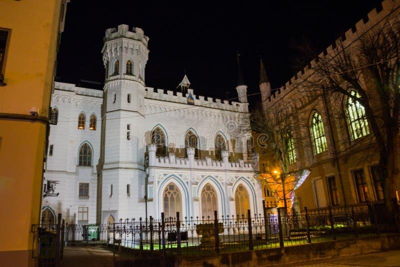 Chambre de petite guilde dans la vieille ville à Riga en Lettonie Paysage de nuit avec l'éclairage photos libres de droits